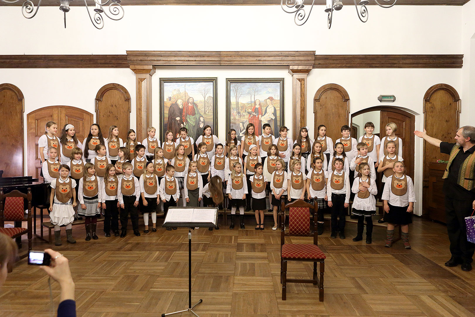 Bringing You the News - Concert by Brumlíci and their guests, Artistic Elementary School Český Krumlov, 19.12.2013