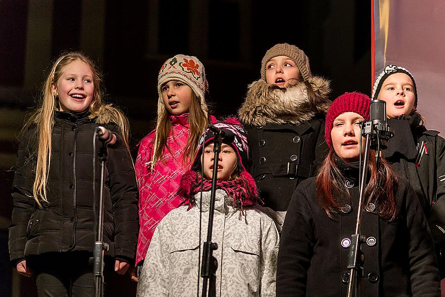 Singing Together at the Christmas Tree: Children from local kindergartens and elementary schools and Municipal Singing Choir Perchta, moderated by Jan Palkovič and Ivo Janoušek 14.12.2014, Advent and Christmas in Český Krumlov