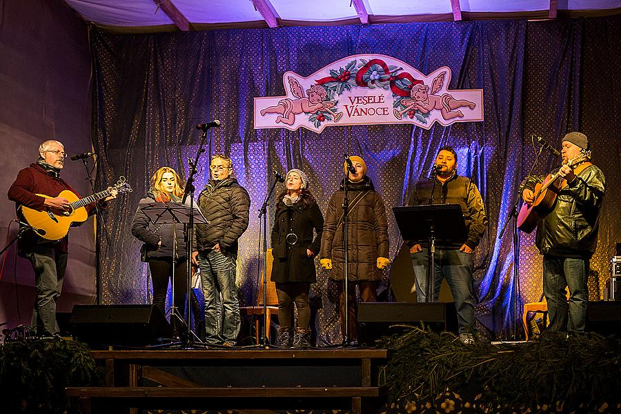 We Bring you Songs - Musical gifts presented by local musicians concluding in the traditional Silent Night sung along by citizens of all nationalities 21.12.2014, Advent and Christmas in Český Krumlov