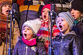 Singing Together at the Christmas Tree, 3rd Advent Sunday 13.12.2015, photo by: Lubor Mrázek